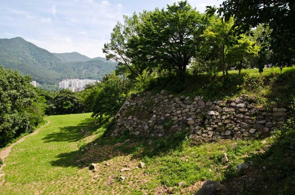 wall-east-DSC_5097